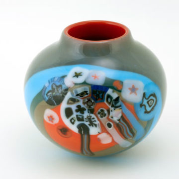 Richard Q. Ritter, Family Portrait Murrini Vase, 1976–77, blown glass, 4 ¾ × 5 ½ × 5 ½ inches. Museum Purchase with funds provided by the National Endowment for the Arts, 1976.35.50. © Richard Q. Ritter
