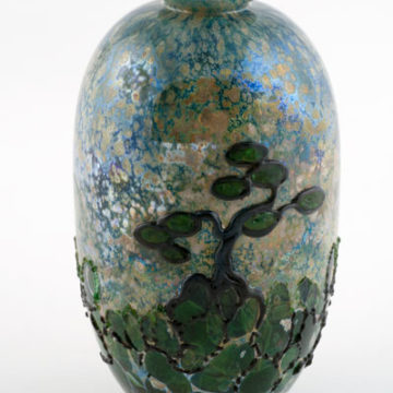 John Nygren, Vase, 1980, blown and hot worked glass, 7 ¼ × 4 × 4 inches. Gift of Michael & Barbara Keleher, 2010.07.11.50. © John Nygren